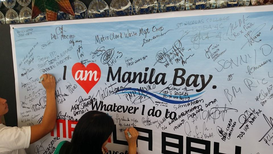 Attendees to Central Luzon Manila Bay Day Sign Pledge of Commitmment for Manila Bay