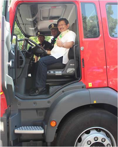 Angeles City receives brand new fire truck from DILG