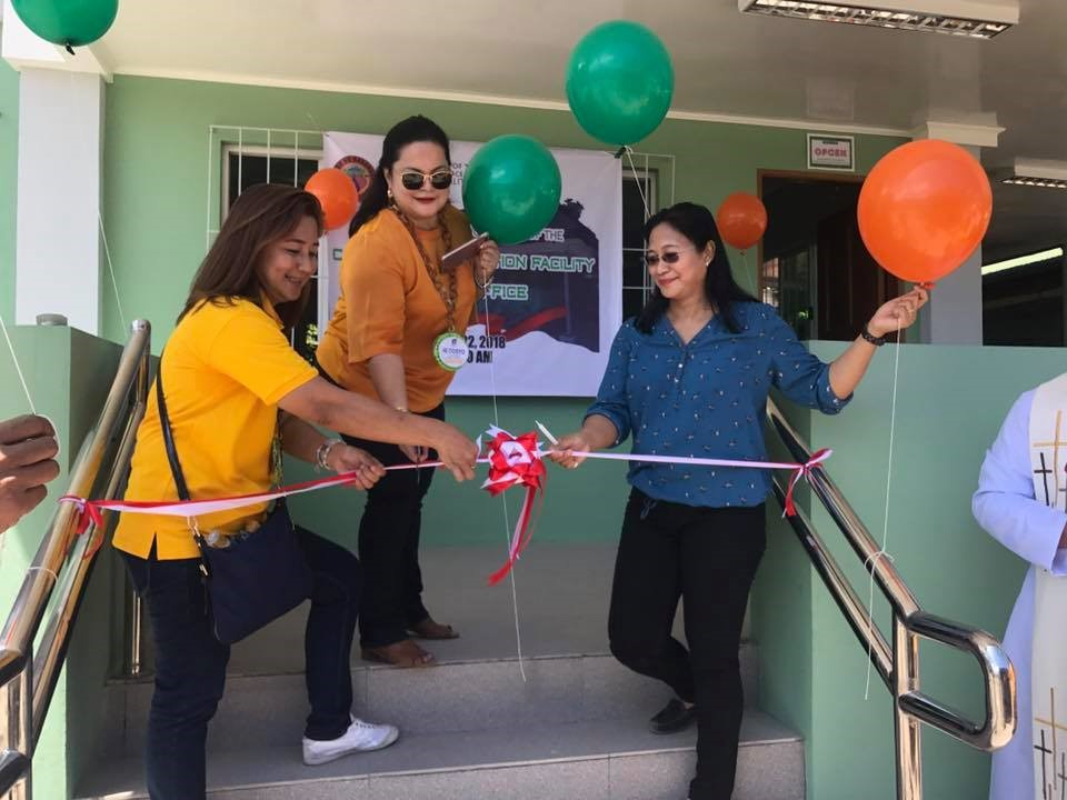 PD Armi V. Bactad, CESO V together with Hon. Jocelyn Apostol and Vice Governor Angel Magsaysay during the blessing and ribbon cutting ceremony of Evacuation Center in Barangay Dolores, Cabangan